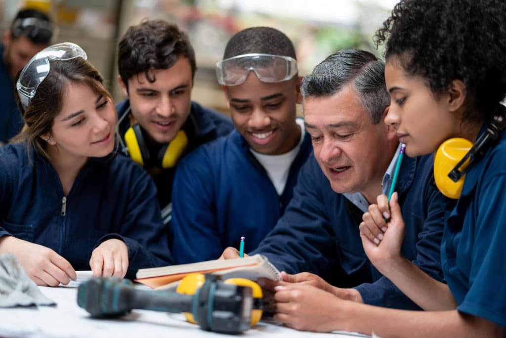Apprenticeships are a great way to learn and get paid | Apprenticeship vs Internship: What's the Difference? | 360kc